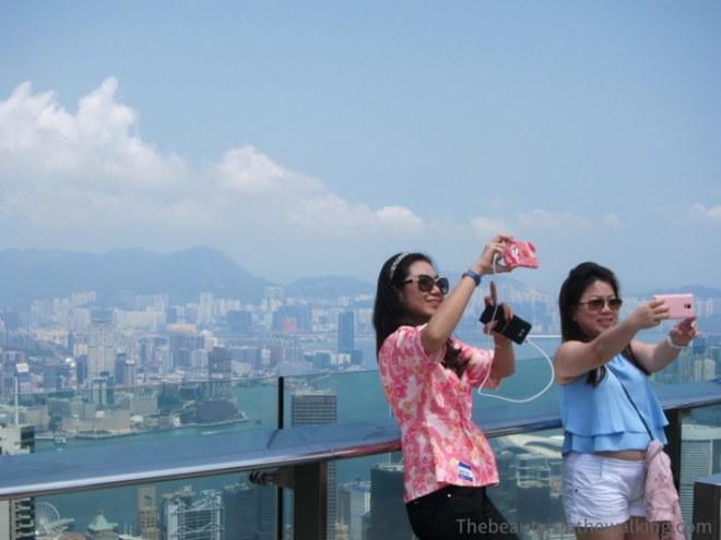 Selfie en haut de Victoria Peak