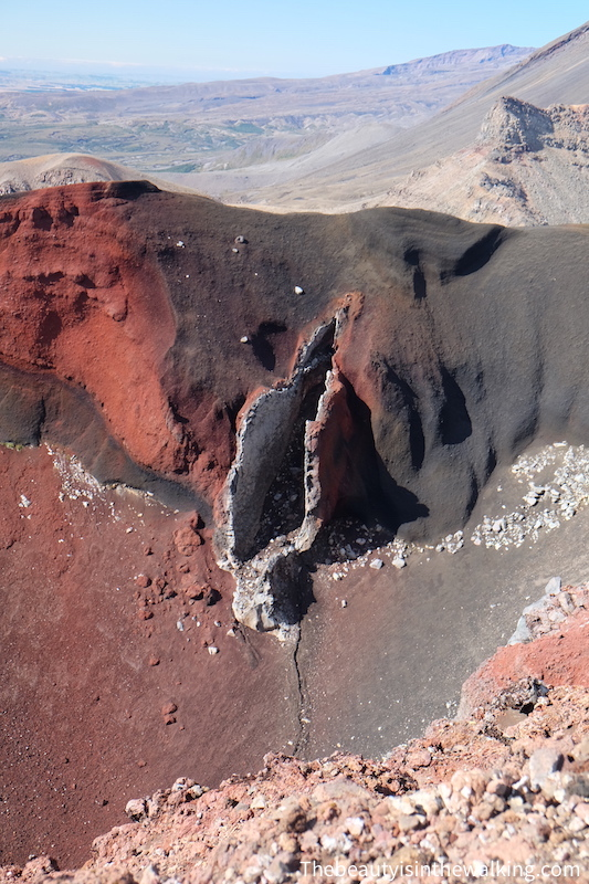 Dyke of the south crater, Tongariro Crossing, NZ
