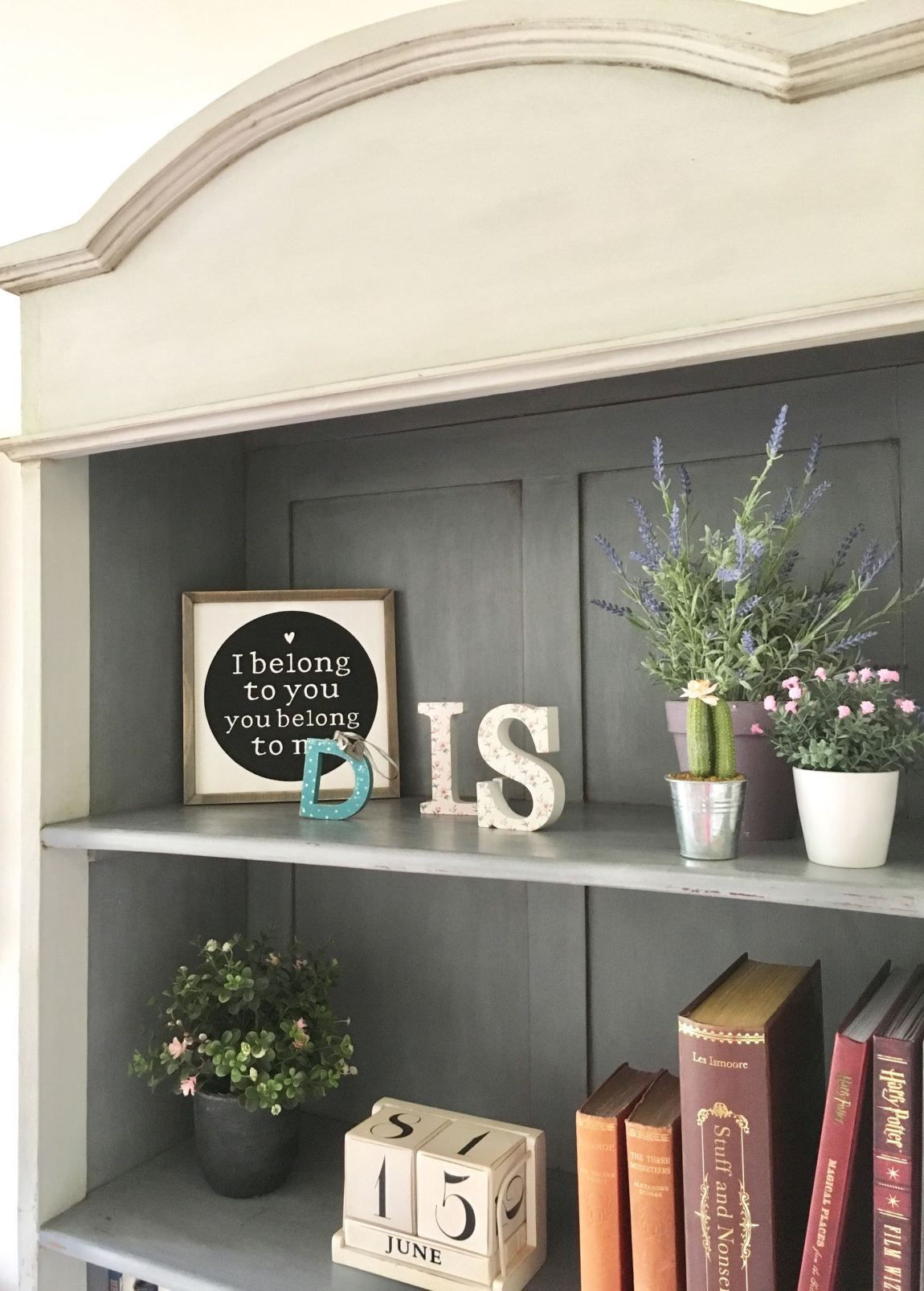 image shows the finished bookcase. Shabby Chic