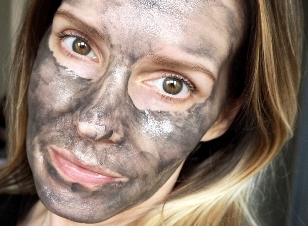 Samantha wearing Armour Noir Magnetic Face Mask. Face and neck mask picks