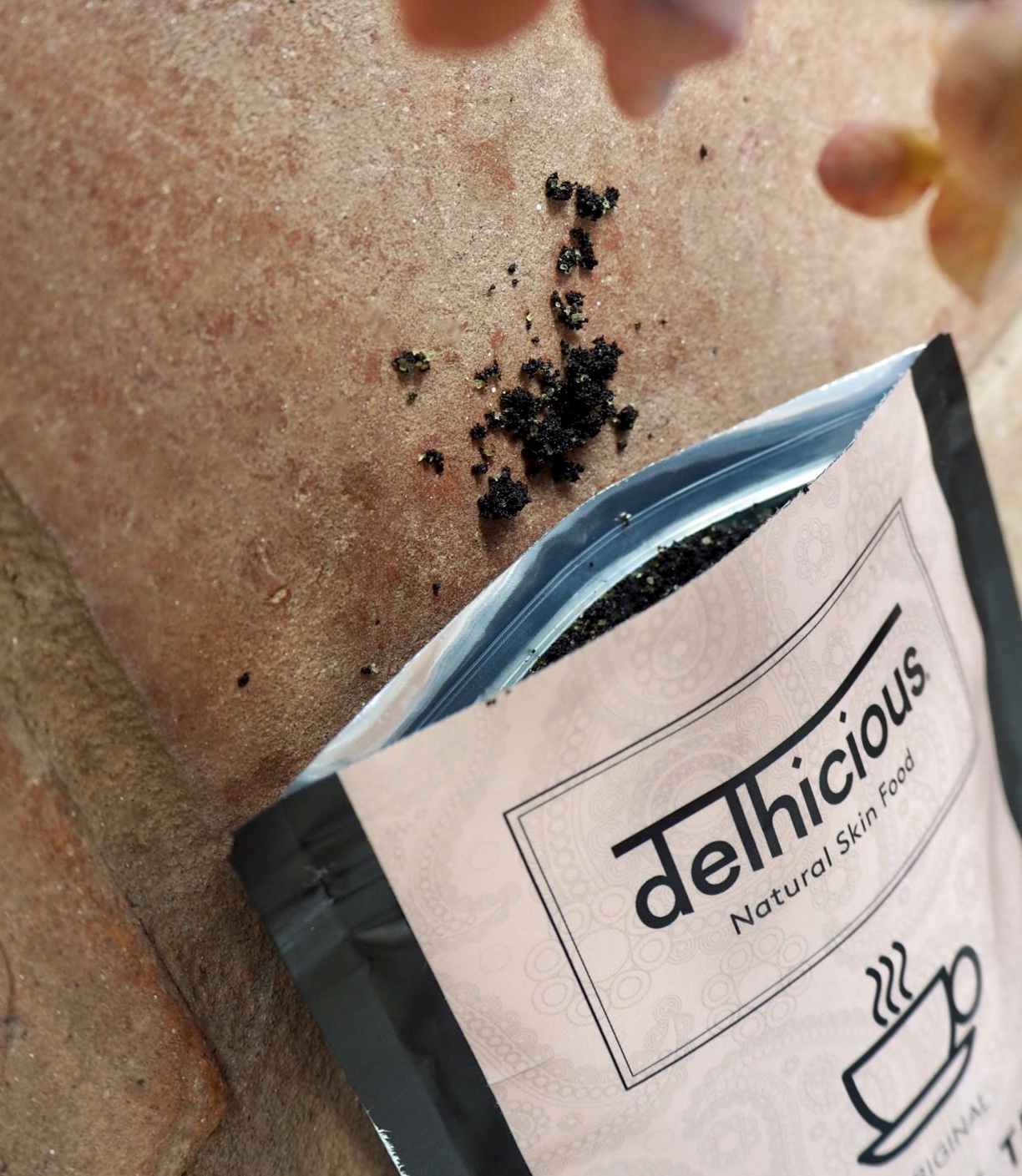 Delhicious black tea body scrub