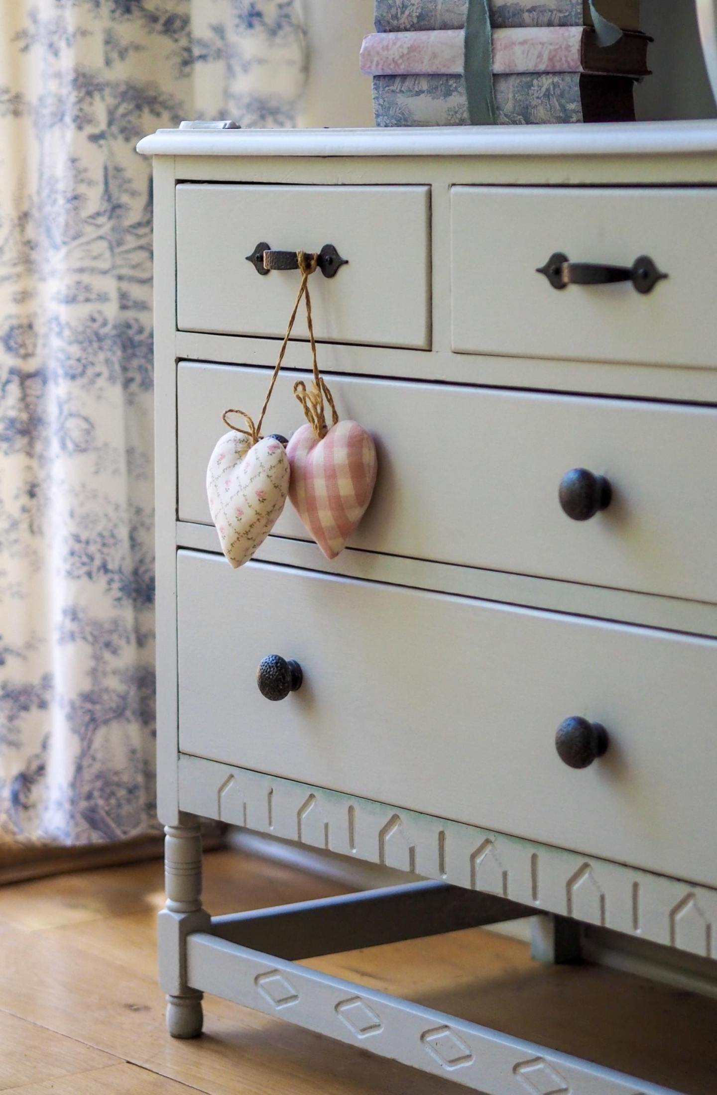 Tips and creative ideas To Style Your Dresser