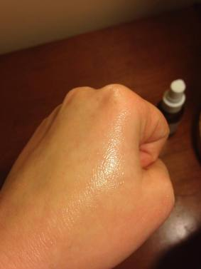 When fully massaged and absorbed into the skin, the serum leaves no white cast.
