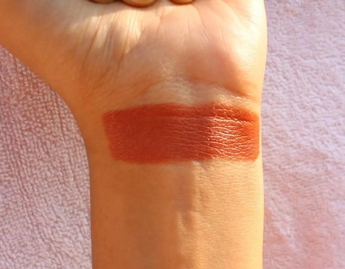 Star Struck Lipstick Caramello Swatch