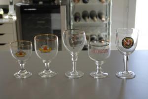 On peut voir ici que le Calice est identique à ces verres.