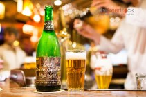 This is a blend of geuze's from eight different breweries: Boon, DeCam, DeTorch, 3 Fonteinen, Hanssens, Lindemans, Oud Beersel and Timmermans.