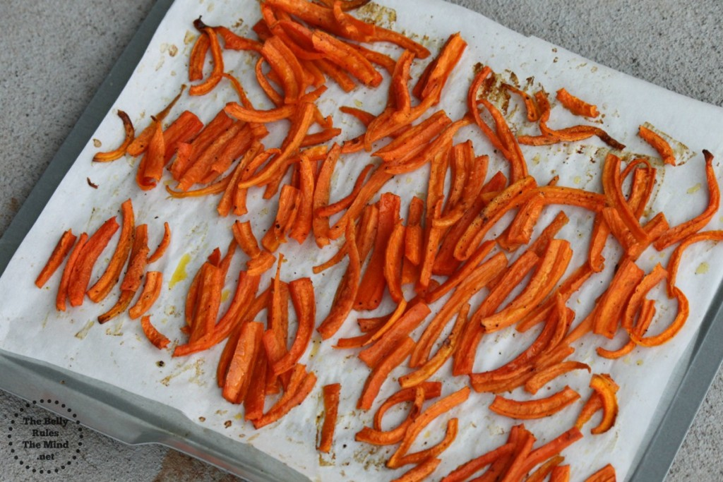 Baked carrot chips in making