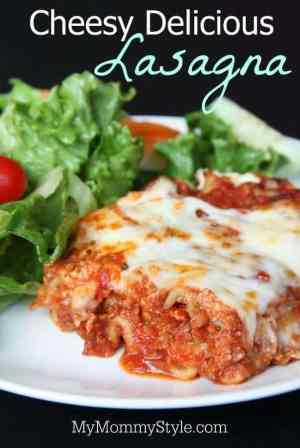 Cheesy Delicious Lasagna -- a classic recipe that's filled with cheesy, creamy, tomato meat saucy goodness that you're whole family will love! | Featured on The Best Blog Recipes