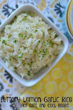 Buttery Lemon Garlic Rice -- a delicious quick and easy side dish that goes with almost any meal! | Featured on www.thebestblogrecipes.com