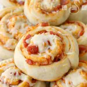Pizza Pinwheels -- the perfect appetizer and party recipe that your friends and family will love!