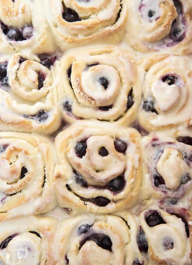 These tangy lemon blueberry sweet rolls have a perfectly soft and fluffy roll, bursting full of blueberries and topped with a lemon glaze. They have lemon throughout, with zest in the rolls, lemon sugar in the middle and a lemon glaze! These sweet rolls are irresistible
