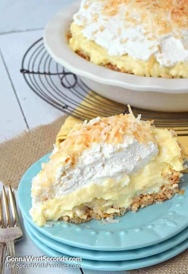 COCONUT BANANA CREAM PIE--31+ COCONUT DESSERTS THAT WILL SATISFY YOUR SWEET TOOTH!