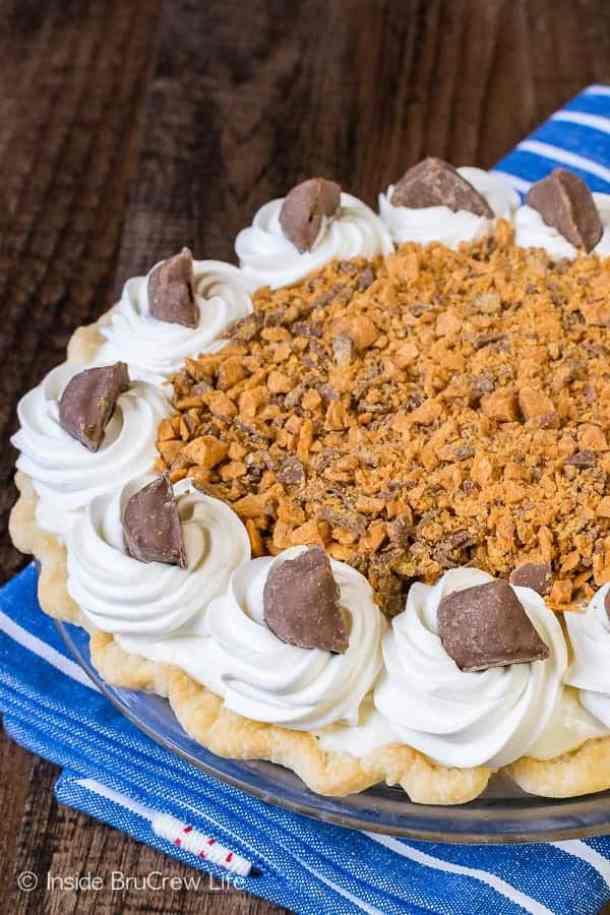 Peanut Butter Butterfinger Pie -- Part of The Best Butterfinger Recipes