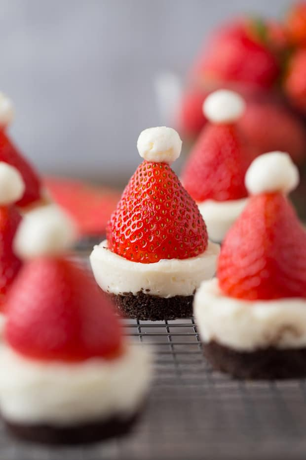 Santa Claus is coming to town and it looks like his hat got here first! Mini No-Bake Santa Cheesecakes that look like the big man's cap!