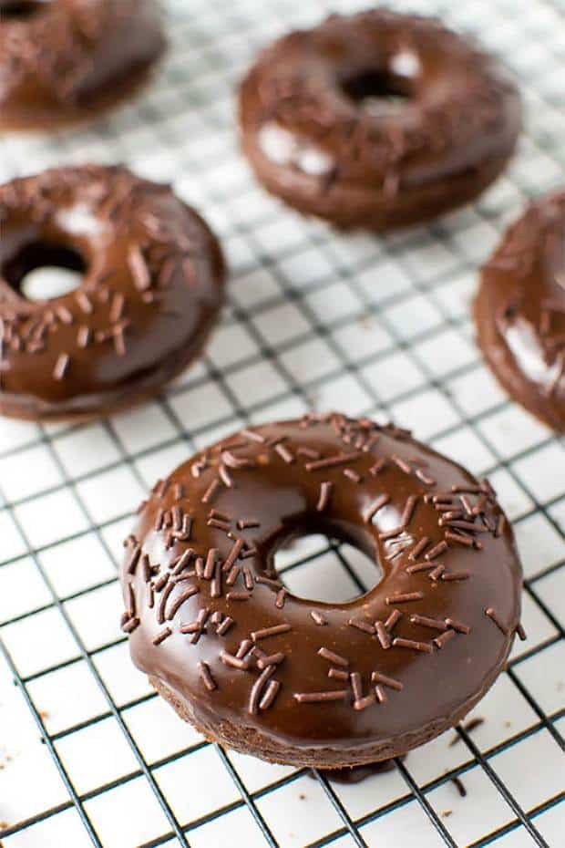 Baked and fluffy chocolate cake donuts that are coated with a rich Nutella glaze. A perfect treat for breakfast or dessert! Try these Chocolate Cake Donuts with Nutella Glaze.