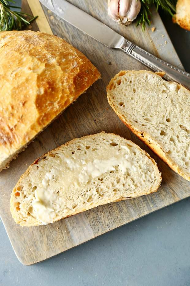 If you think crusty artisan bread is only available from the bakery… get ready to think again! This no knead bread is made incredibly easy, and is easy to customize with add-ins for different flavor combinations!