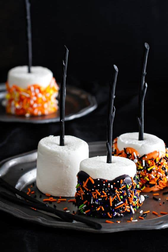 Halloween Marshmallow Pops couldn't be easier or more festive. Everyone's going to want one the minute they get to your Halloween party!