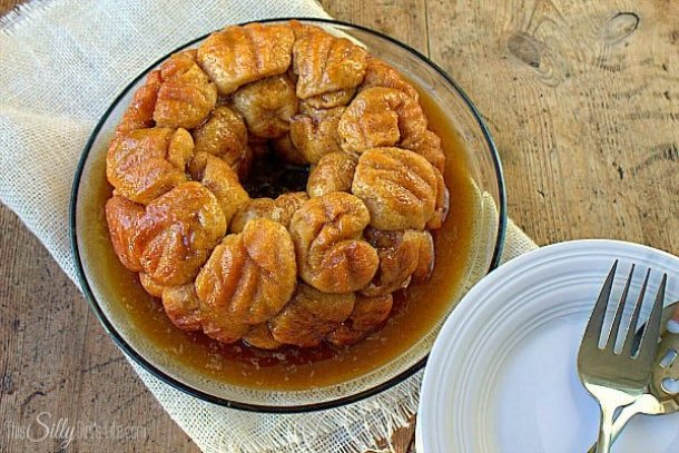 Overnight Apple Cinnamon Monkey Bread--Part of The Best Pull Apart Bread Recipes