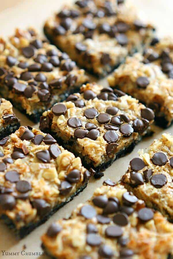 Magic Cookie Bars just got a Fall time makeover! With a buttery Oreo cookie crust, and pumpkin spiced chewy filling, these Pumpkin Spice Oreo Magic Cookie Bars will always go faster than pumpkin pie!