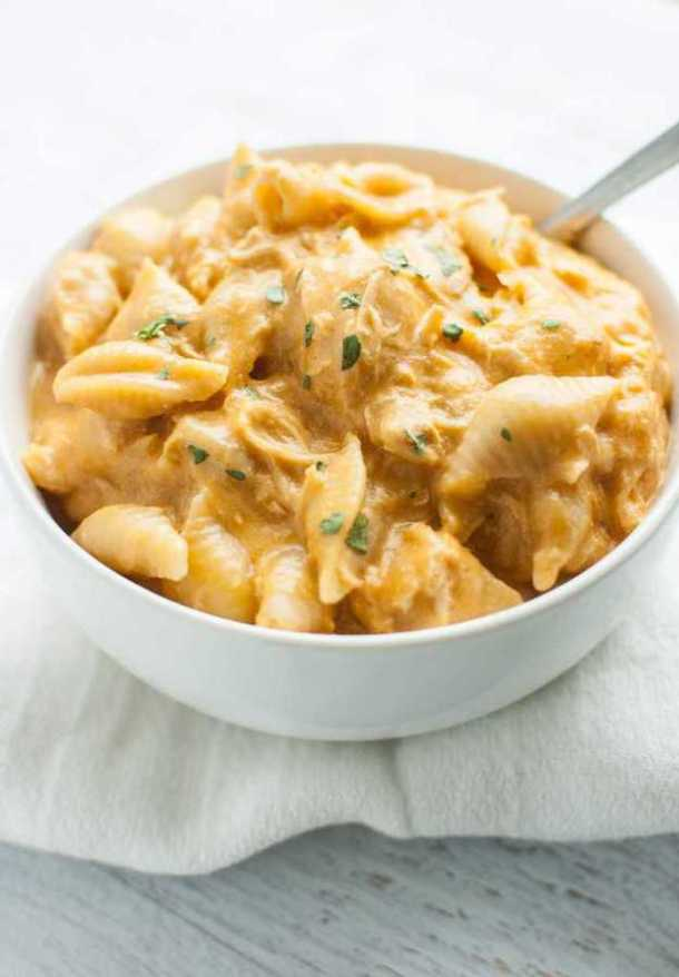 Slow Cooker Buffalo Chicken Mac and Cheese -- Part of The Best Macaroni and Cheese Recipes