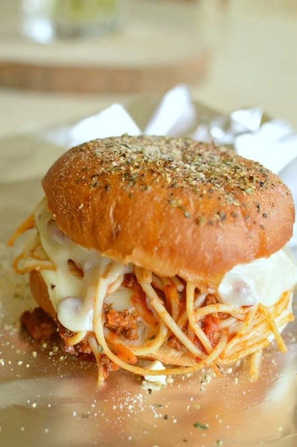 Easy Speghetti Sliders -- Delicious ways to CHANGE up your Spaghetti Dinner Routine