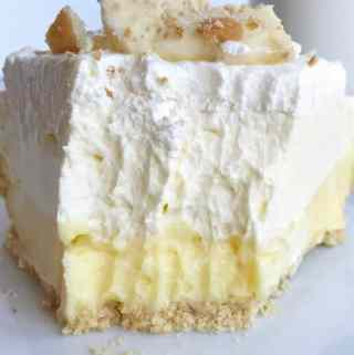 Triple Layer Banana Pudding Cheesecake Pie