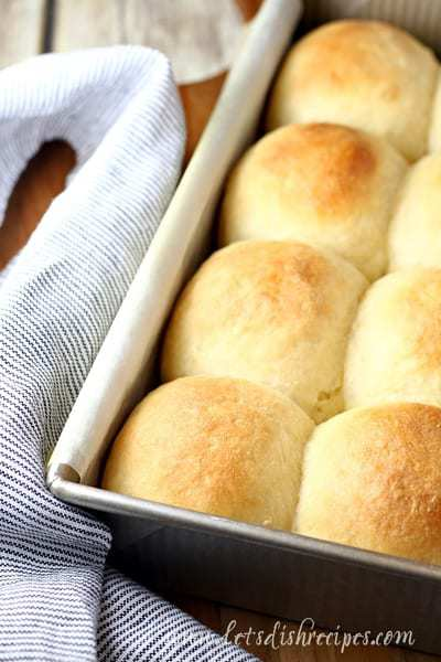 Everyone needs one really good, really easy dinner roll recipe in their repertoire, and these Fluffy No-Knead Dinner Rolls are it!