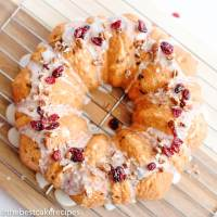 easy bundt cake with cranberries