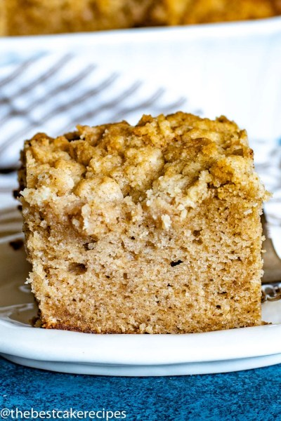 cinnamon crumb cake with topping