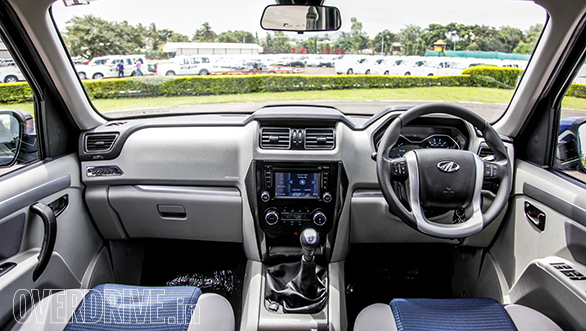 Note the 6-inch touchscreen infotainment system, XUV500 steering wheel and auto climate control AC