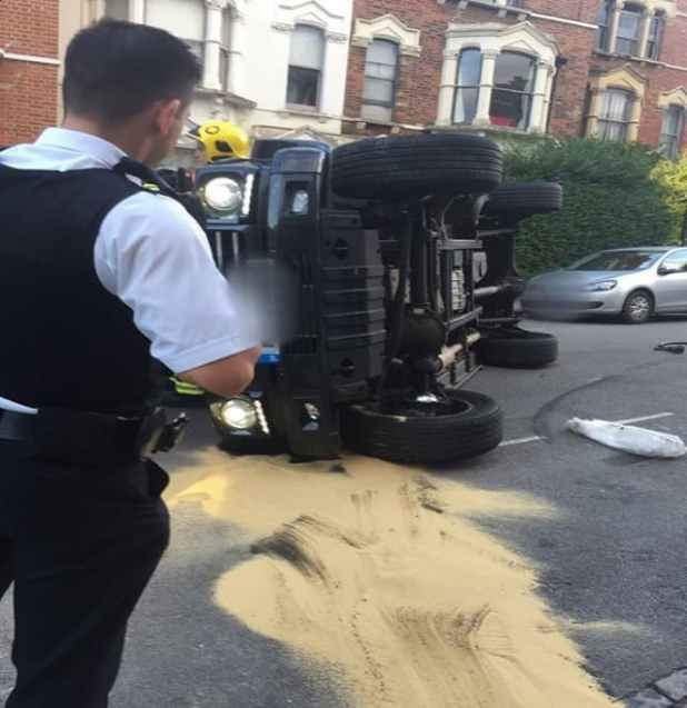 Nick Grimshaw crashes his Mercedes Jeep in north London (Picture: Twitter.com/JimHiggsy)