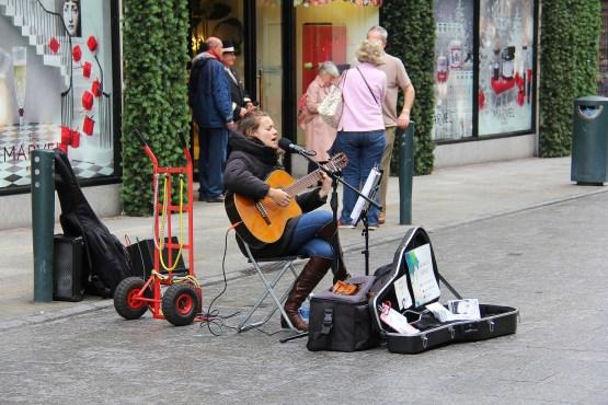 performer-3100935_1920