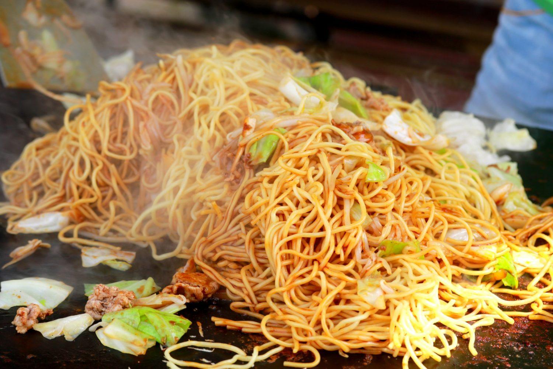 屋台の味を家庭で楽しむ 鉄フライパンを使った秘密の最強焼きそばレシピを紹介   Life 生活の知恵