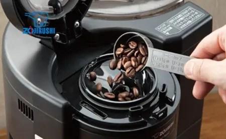 象印コーヒーメーカー 豆を挽く