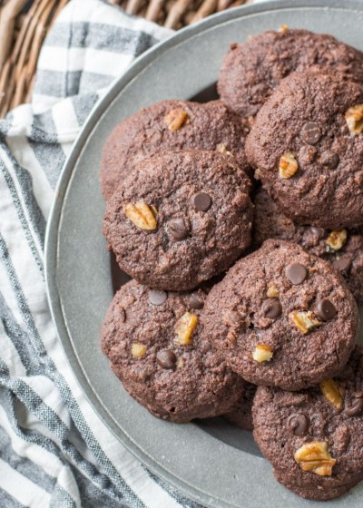 The perfect rich Keto Dark Chocolate Cookies, only 3 net carbs each! The perfect keto dessert when you need to satisfy your sweet tooth! #keto #ketodessert