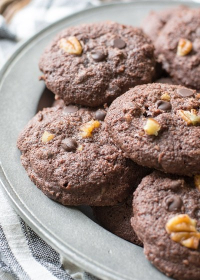 The perfect rich Keto Dark Chocolate Cookies, only 3 net carbs each! The perfect keto dessert when you need to satisfy your sweet tooth! #keto
