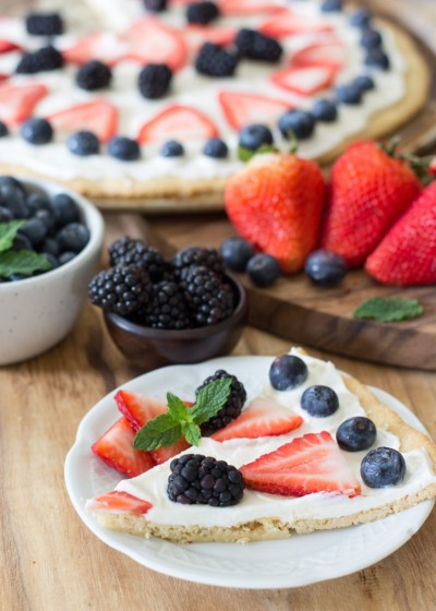 You can enjoy a summer favorite even on Keto! This Keto Fruit Pizza is high in flavor and low in carbs. Perfect for all of your summer cookouts! Only 5.4 net carbs per slice! #keto