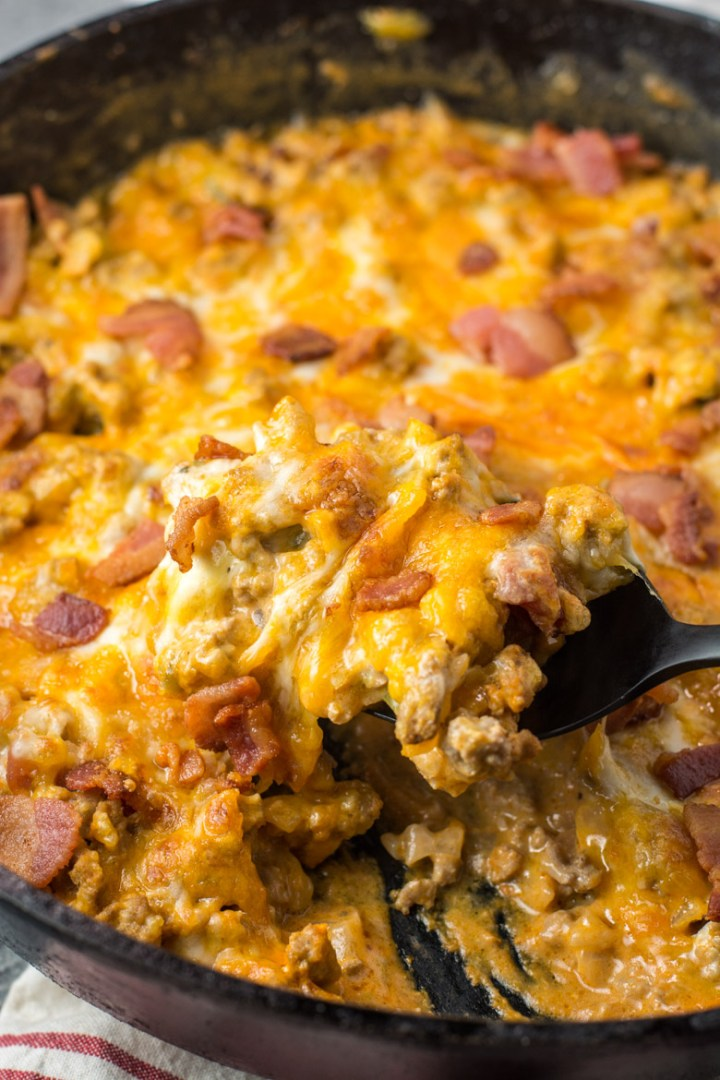 This One Pan Keto Bacon Cheeseburger Skillet is under 4 net carbs and is loaded with ground beef, bacon, a creamy sauce and cheese! This keto dinner is ready in under 20 minutes! #keto #onepan