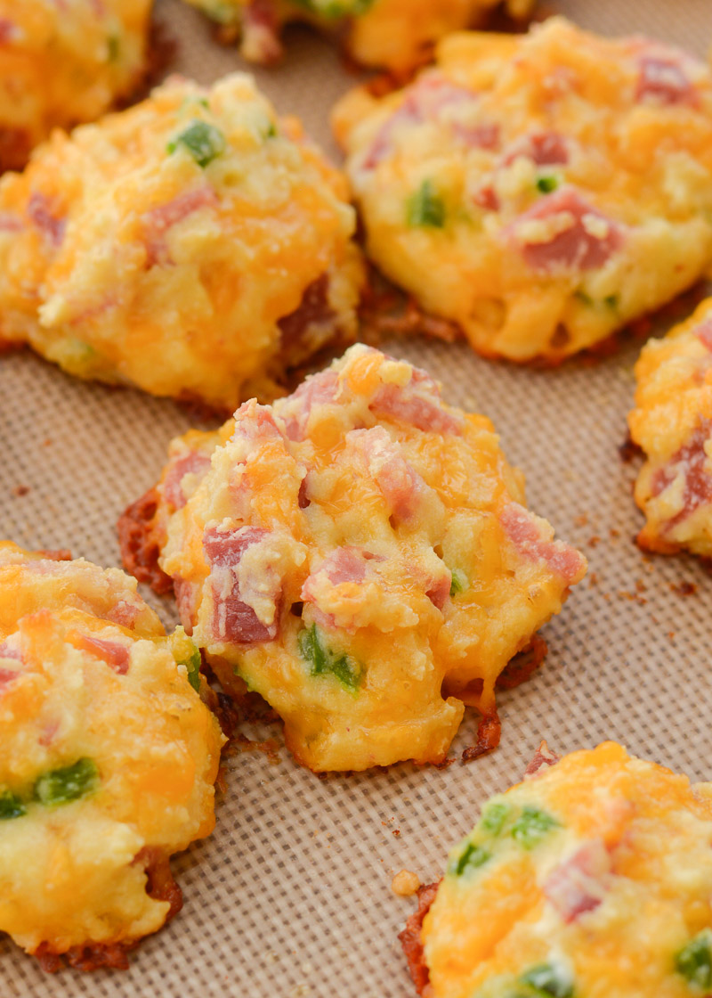 These Cheesy Ham and Jalapeño Bites contain just 1 net carb each, making them perfect for low-carb meal prep!