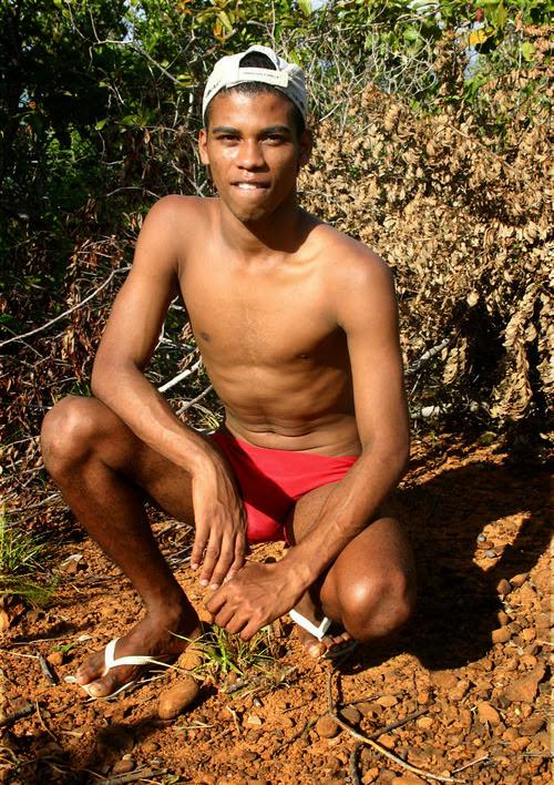 Punheta no matagal garoto da favela