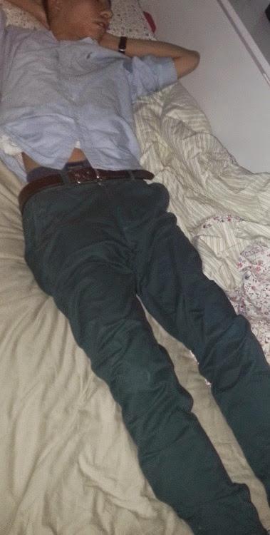Gozando na cara do irmão dormindo