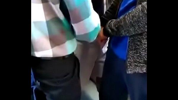 Punhetando desconhecido no trem