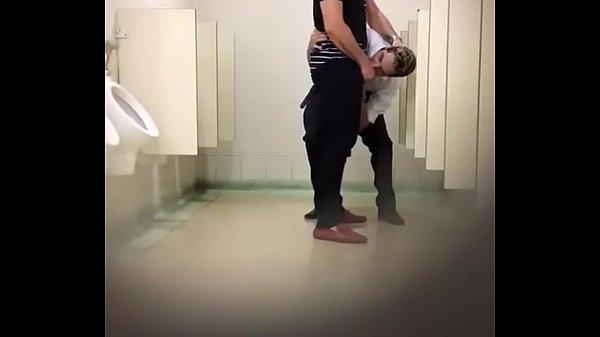 Flagrados no banheirão
