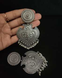 Water pearl dropped long classic earrings