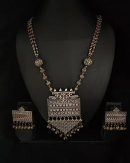 Square beaded neclace