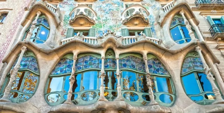 Casa Batllo tickets  prices discounts hours best time to visit