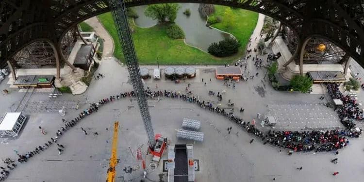 Eiffel Tower tickets line