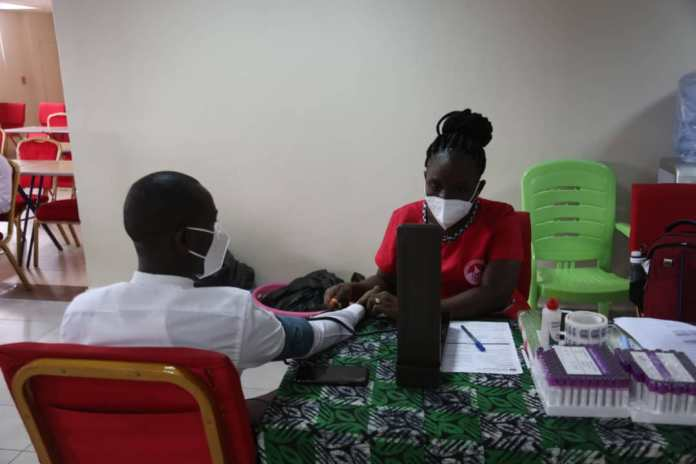 SIC Life host blood donors