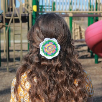 The Tall 'n' Fast Flower barrette will complete your lovely hairstyle.