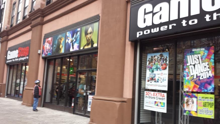 gamestop sell iphone navigate the holidays with gamestop a place to shop 6272